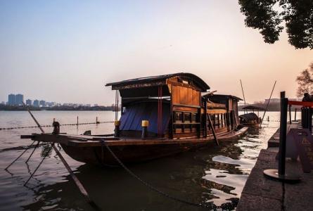 嘉兴南湖红船